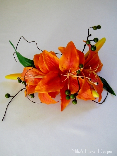 Wedding cake flowers decorations quality artificial flowers silk tiger lily berry and vine arrangement for wedding cake latex cymbidium orchid cake topper junglespirit Image collections