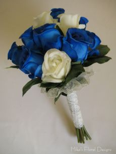 Lace Ribbons in Blue and Cream Rose Round Bouquet