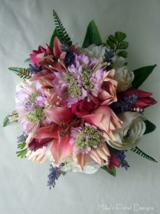 Glass Pearl Beads in Mixed Flowers Round Bouquet