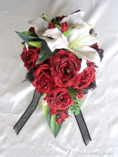 Teardrop Bouquet of Full Open Red Rose with Latex Lily